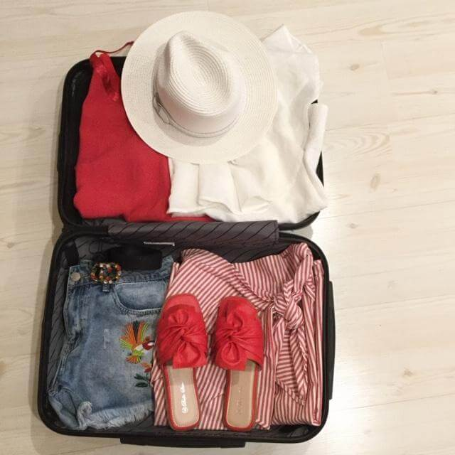 5 Travelling Tips for Packing Light For your Vacay