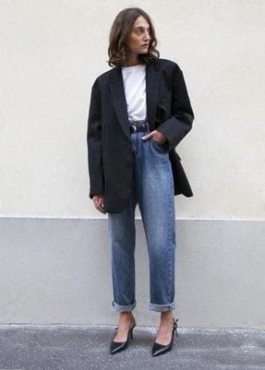 This oversized, boxy blazer, looks great with high waisted jeans, white tee