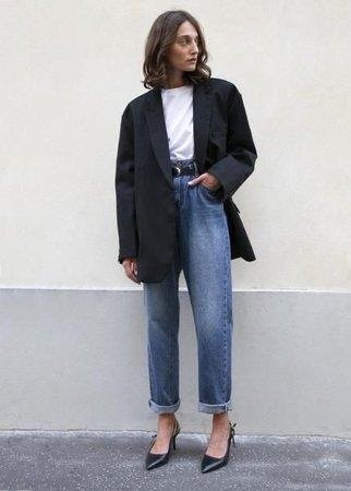 This oversized, boxy blazer, looks great with high waisted jeans, white tee & heels.