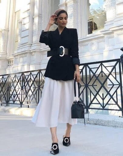 This sophisticated look would work well for the office & after work drinks with the flowy white skirt, blazer & this time a wide belt to cinch in the waist.